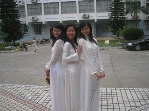 【アオザイ】ベトナムの女学生がかわいすぎる・・・しかも下着透け透けでござるwwwww(画像21枚)・1枚目