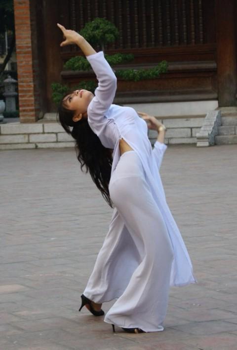 【アオザイ】ベトナムの女学生がかわいすぎる・・・しかも下着透け透けでござるwwwww(画像21枚)・3枚目