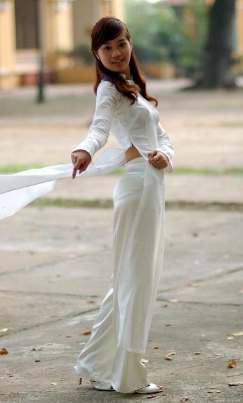 【アオザイ】ベトナムの女学生がかわいすぎる・・・しかも下着透け透けでござるwwwww(画像21枚)・9枚目