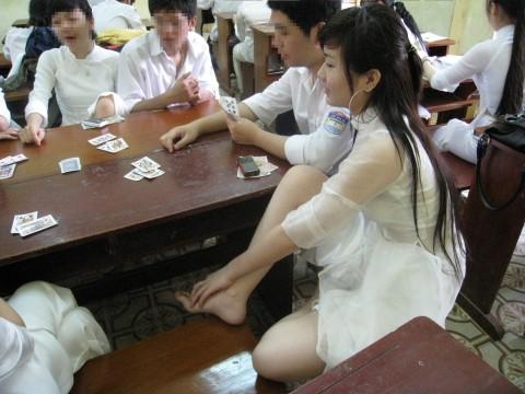 【アオザイ】ベトナムの女学生がかわいすぎる・・・しかも下着透け透けでござるwwwww(画像21枚)・10枚目