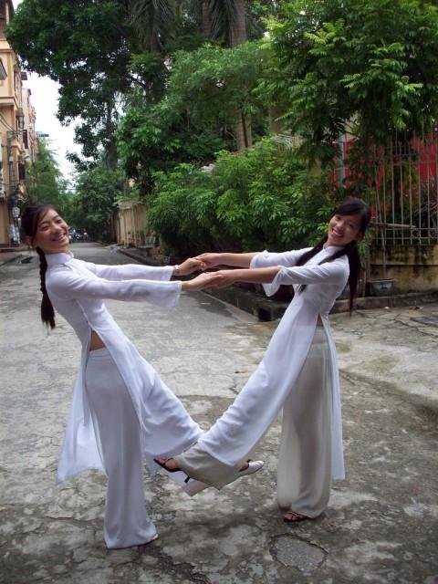 【アオザイ】ベトナムの女学生がかわいすぎる・・・しかも下着透け透けでござるwwwww(画像21枚)・11枚目