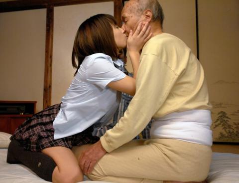 爺と若い娘のセクロスでも見ておまいらもがんばれwwwwwwwwwwww(画像22枚)・1枚目