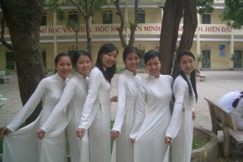 【アオザイ】ベトナムの女学生がかわいすぎる・・・しかも下着透け透けでござるwwwww(画像21枚)・14枚目