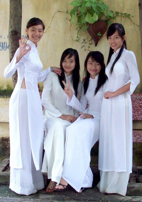 【アオザイ】ベトナムの女学生がかわいすぎる・・・しかも下着透け透けでござるwwwww(画像21枚)・15枚目