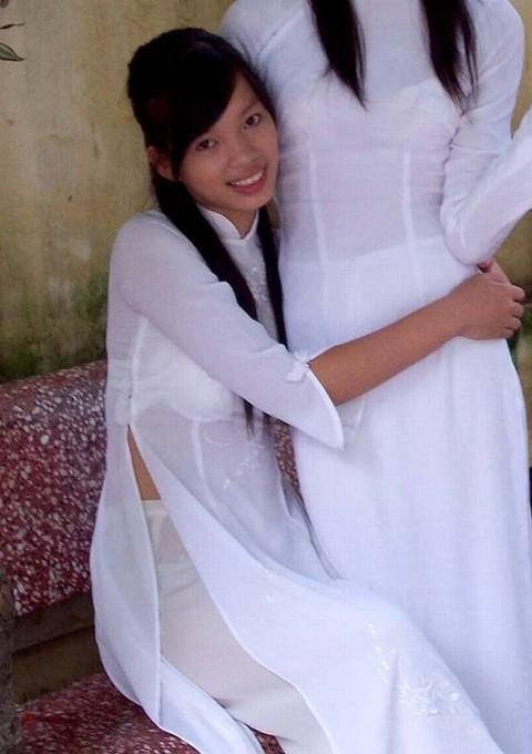 【アオザイ】ベトナムの女学生がかわいすぎる・・・しかも下着透け透けでござるwwwww(画像21枚)・17枚目