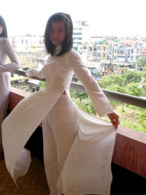 【アオザイ】ベトナムの女学生がかわいすぎる・・・しかも下着透け透けでござるwwwww(画像21枚)・18枚目