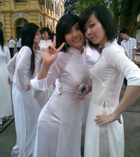【アオザイ】ベトナムの女学生がかわいすぎる・・・しかも下着透け透けでござるwwwww(画像21枚)・19枚目