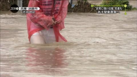台風中継でパンチラしてる画像ください → 「エロカメラマンめ 」「子宮見えた!」・4枚目