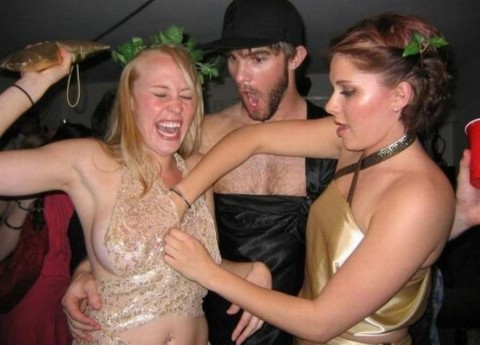 エロさもおバカさもアメリカ級な海外女子の宴会おふざけ画像をご覧ください(画像33枚)・15枚目