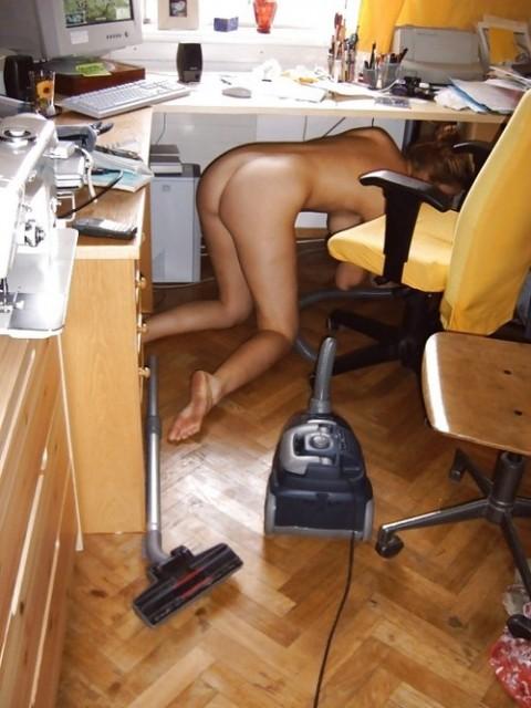 全裸で家事する女エロ杉だろwwwwwwwwwwww(画像31枚)・1枚目