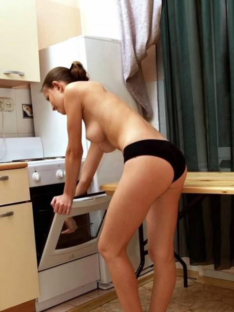 全裸で家事する女エロ杉だろwwwwwwwwwwww(画像31枚)・2枚目