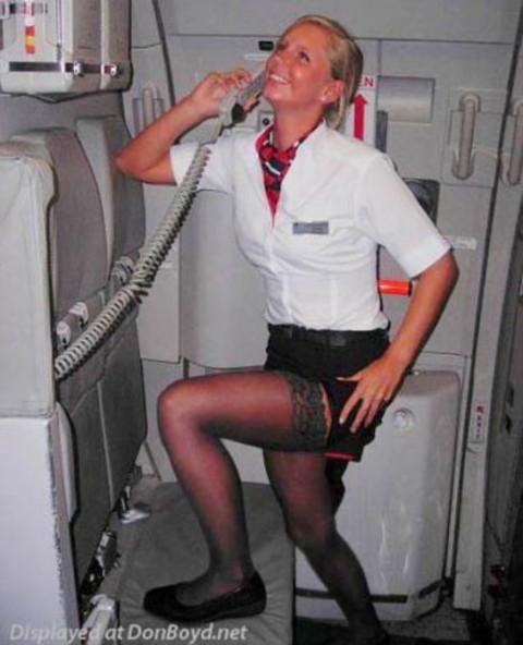 【衝撃】CAの機内でのおふざけエロ画像が流出・・・これはアウトwwwwwww(32枚)・8枚目