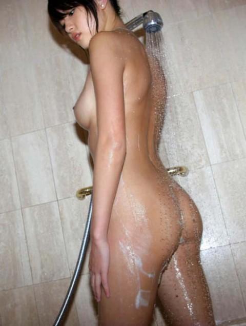 【画像あり】行為前にシャワー浴びてる女の子って後ろからぶち込みたくなるよなwwwww(24枚)・10枚目