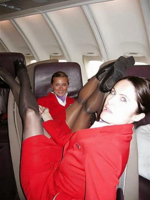 【衝撃】CAの機内でのおふざけエロ画像が流出・・・これはアウトwwwwwww(32枚)・15枚目