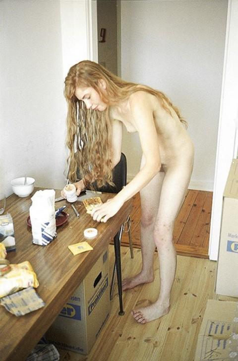 全裸で家事する女エロ杉だろwwwwwwwwwwww(画像31枚)・16枚目
