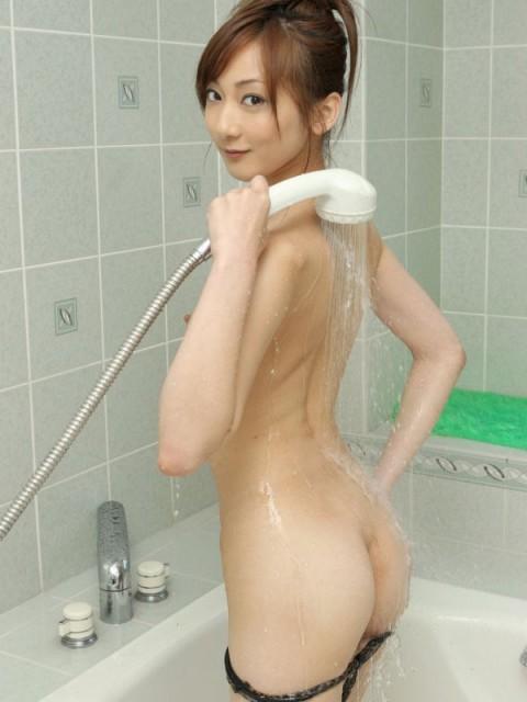 【画像あり】行為前にシャワー浴びてる女の子って後ろからぶち込みたくなるよなwwwww(24枚)・11枚目