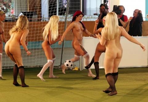 裸で割と本気でスポーツしてるエロ画像wwwwwww(31枚)・25枚目
