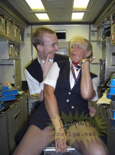 【衝撃】CAの機内でのおふざけエロ画像が流出・・・これはアウトwwwwwww(32枚)・26枚目
