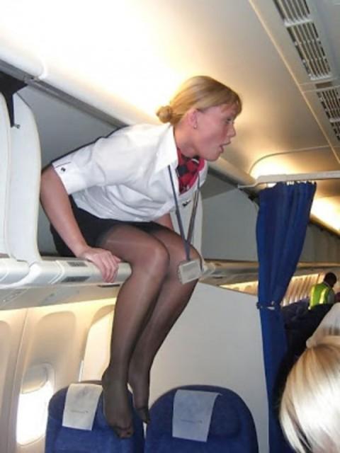 【衝撃】CAの機内でのおふざけエロ画像が流出・・・これはアウトwwwwwww(32枚)・27枚目