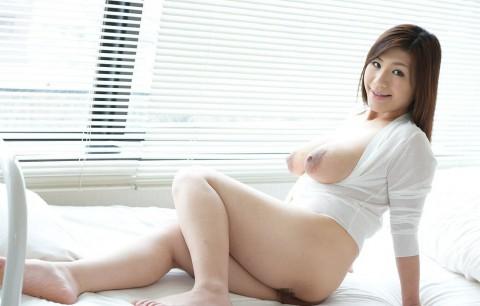 【若妻~熟女まで】母乳を男のためにまき散らすビッチマンマの画像集(33枚)・10枚目