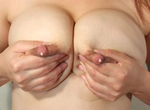 【若妻~熟女まで】母乳を男のためにまき散らすビッチマンマの画像集(33枚)・8枚目