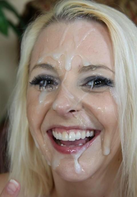 【画像あり】ザーメンをシャワーのように浴びながら目を開ける強者女発見wwwwwww・6枚目