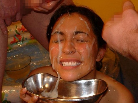 【画像あり】ザーメンをシャワーのように浴びながら目を開ける強者女発見wwwwwww・19枚目