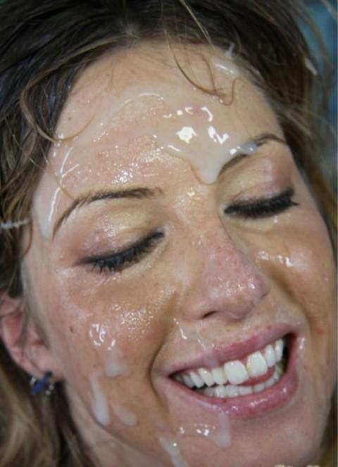 【画像あり】ザーメンをシャワーのように浴びながら目を開ける強者女発見wwwwwww・23枚目