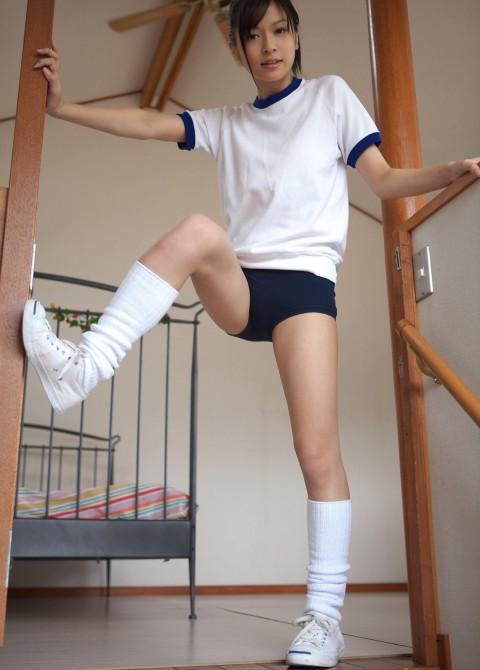 【ブルマ○コ】ブルマ穿いてる女子の股間が放つオーラぱねぇわ・・・・・・・・・・(※画像あり)・7枚目