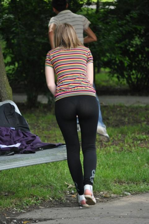 【破廉恥注意】レギンスの上に何も穿かない女ってパンストで歩いてるようなものだよな・・・(※画像あり)・19枚目