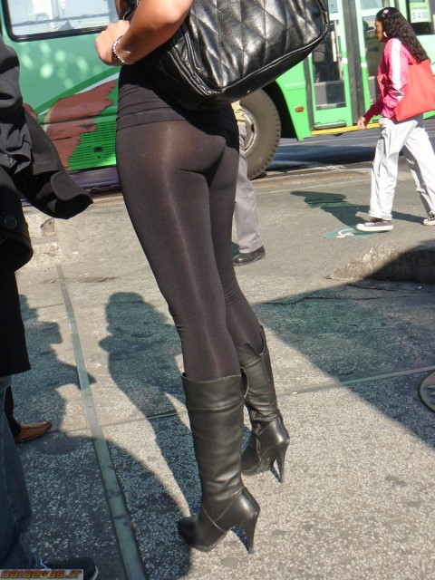 【破廉恥注意】レギンスの上に何も穿かない女ってパンストで歩いてるようなものだよな・・・(※画像あり)・22枚目