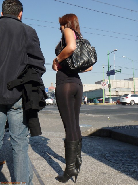【破廉恥注意】レギンスの上に何も穿かない女ってパンストで歩いてるようなものだよな・・・(※画像あり)・23枚目