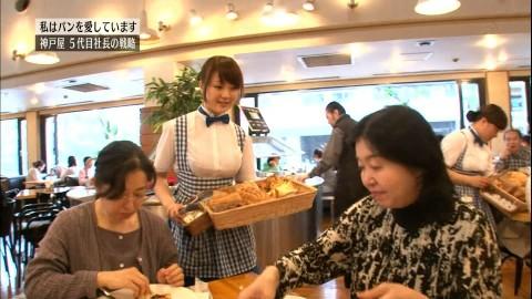 【画像28枚】TVに映ったパンパンに張った着衣巨乳美女たちがたまらんwwwwwwwwwwww・15枚目