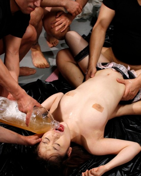 【閲覧注意】下水道女に汚物2リットル強飲ませた結果・・・・・・・・・・・・・・・(※画像・動画あり)・9枚目