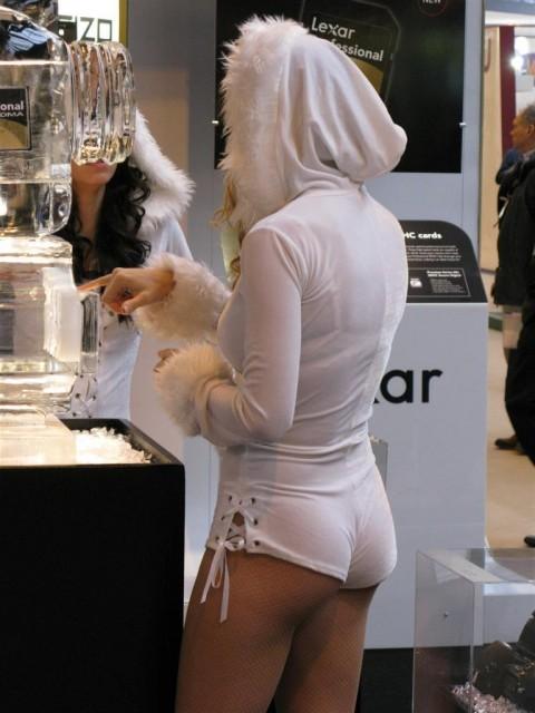 【二度見不可避】ホットパンツのケツがこうなってる女って何なの?露出狂なの?(※画像あり)・15枚目