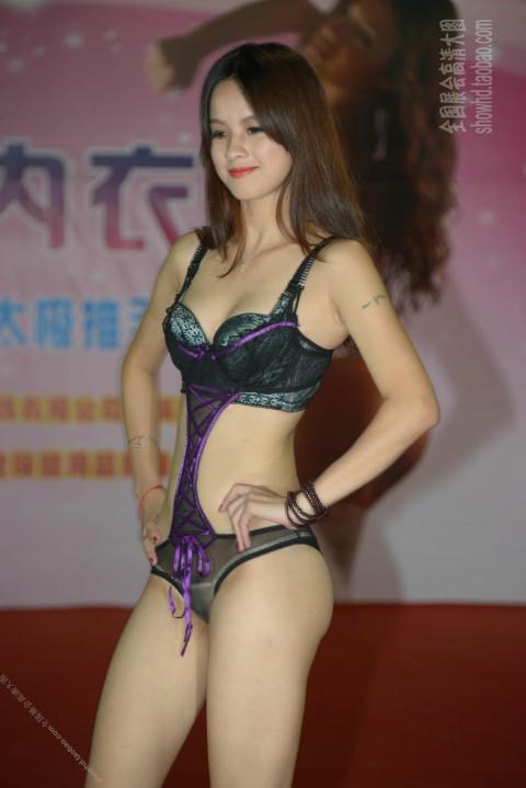【中国】下着ファッションショーがマ○コ見えすぎてて完全にアウトぉぉぉぉwwwwwwww(※画像あり)・16枚目
