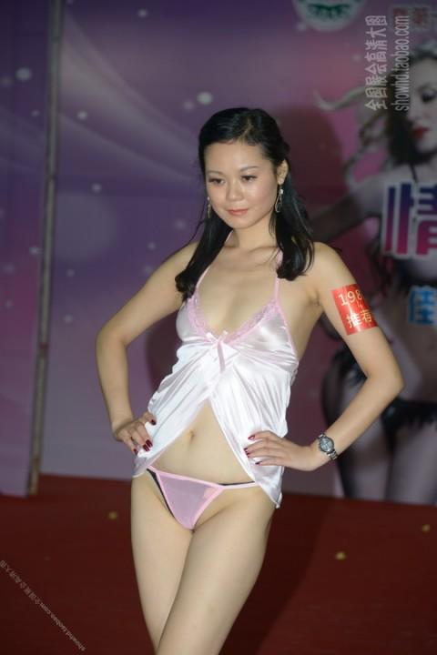 【中国】下着ファッションショーがマ○コ見えすぎてて完全にアウトぉぉぉぉwwwwwwww(※画像あり)・5枚目