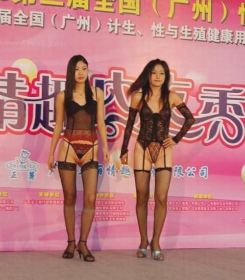 【中国】下着ファッションショーがマ○コ見えすぎてて完全にアウトぉぉぉぉwwwwwwww(※画像あり)・7枚目