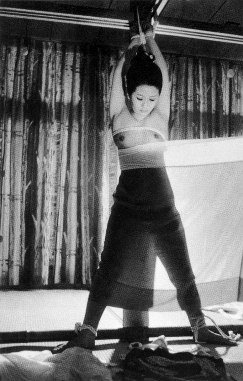 【モノクロ】昭和のSM画像。24だけ閲覧注意wwwwwwwwwwwwwwwwww・12枚目