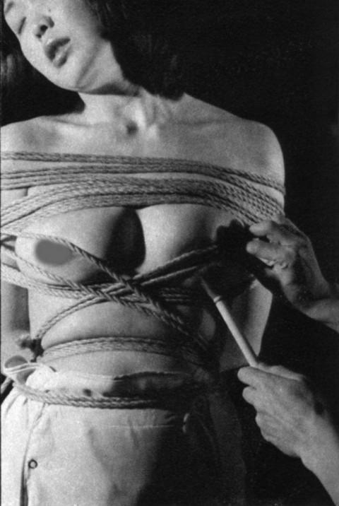 【モノクロ】昭和のSM画像。24だけ閲覧注意wwwwwwwwwwwwwwwwww・20枚目