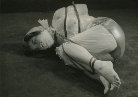 【モノクロ】昭和のSM画像。24だけ閲覧注意wwwwwwwwwwwwwwwwww・5枚目
