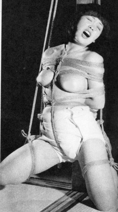 【モノクロ】昭和のSM画像。24だけ閲覧注意wwwwwwwwwwwwwwwwww・7枚目