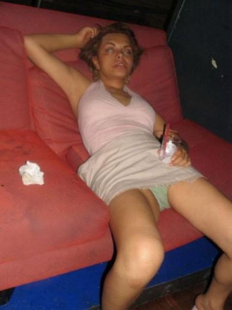 【邦題】酒 に 飲 ま れ る 女 た ち ・・・・・・・・・・・・・(※画像あり)・11枚目