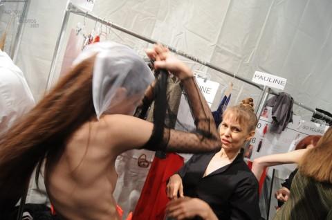 【おっき注意】ファッションショーのバックステージが凄いことになってるwwwwwwwwwwwwwww(画像28枚)・26枚目