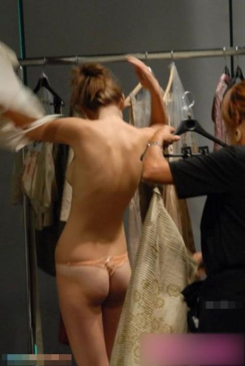 【おっき注意】ファッションショーのバックステージが凄いことになってるwwwwwwwwwwwwwww(画像28枚)・8枚目