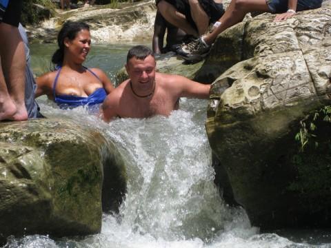 【ハプニング】海やプールで豪快にポロリしてる美女を追え!!!!!!!!!(画像32枚)・24枚目