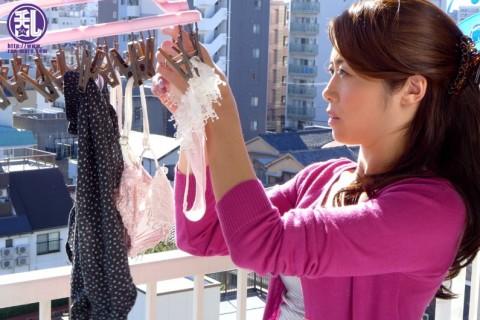 【動画】隣人にオナニーを見られた美人妻のお約束感が酷い・・・・・・・・・・7枚目