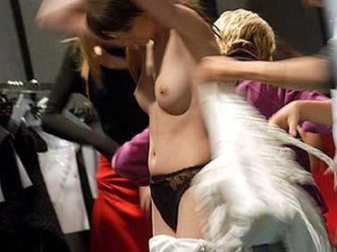 【おっき注意】ファッションショーのバックステージが凄いことになってるwwwwwwwwwwwwwww(画像28枚)・1枚目