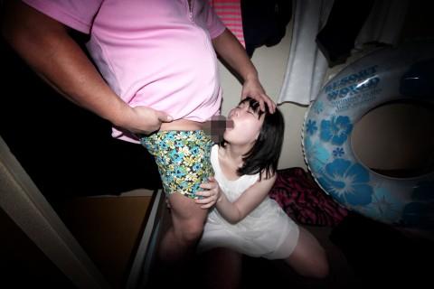 【鬼畜】43のオッサン三人に弄ばれる少女の身体がエロすぎてつらい・・・(※動画あり)・3枚目