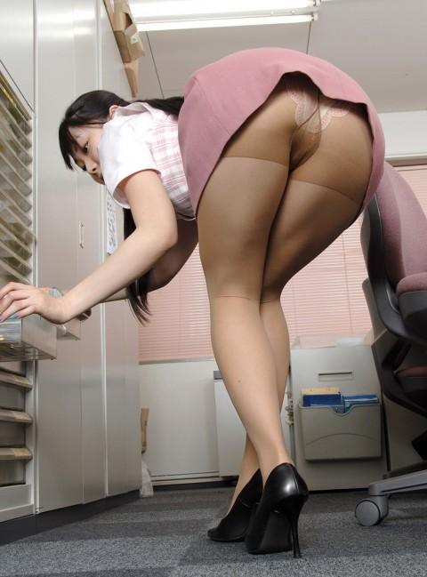 【朗報】会社で女の子が机の下に落としたペンを取ろうとした結果wwwwwwwwwwwwww(※画像あり)・3枚目
